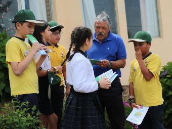 Estudiantes y vecinos realizan llamado a prevenir los incendios forestales en la comuna