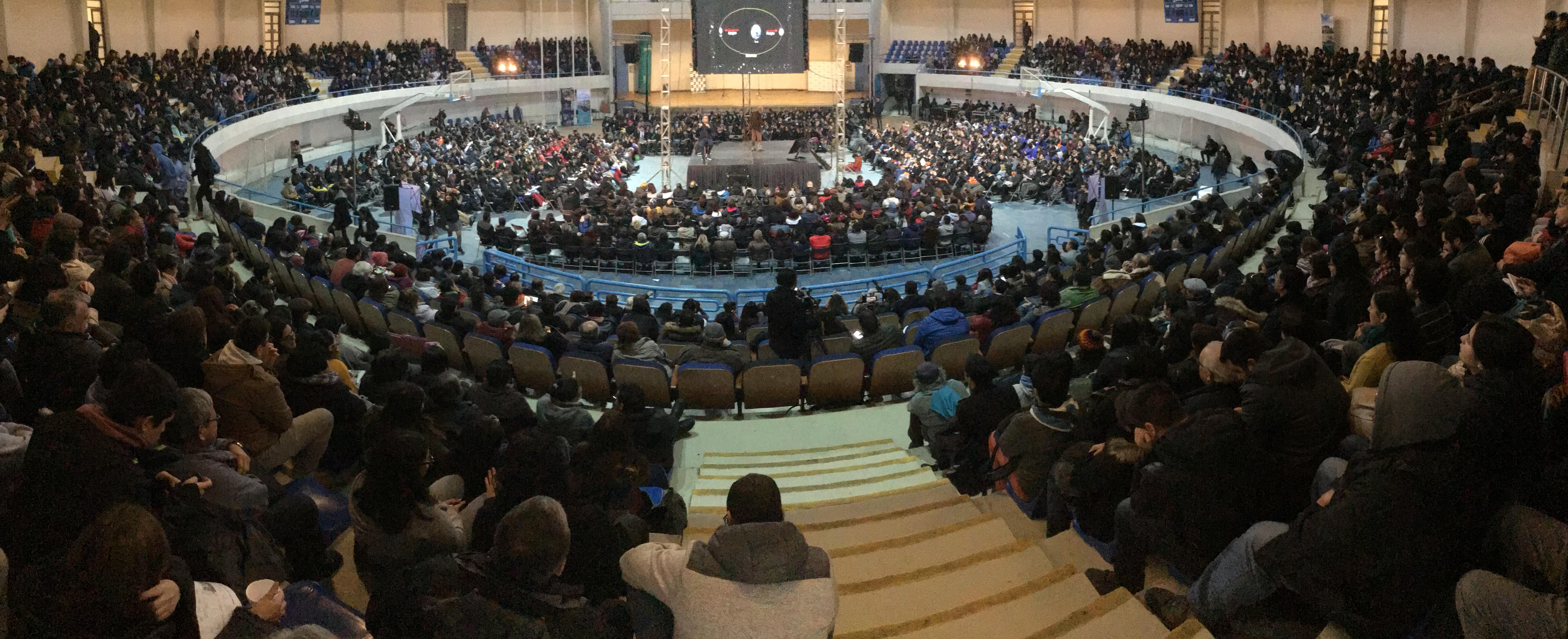 La Tortuga se transformó en el aula más grande del país con masiva charla sobre eclipses del profesor José Maza