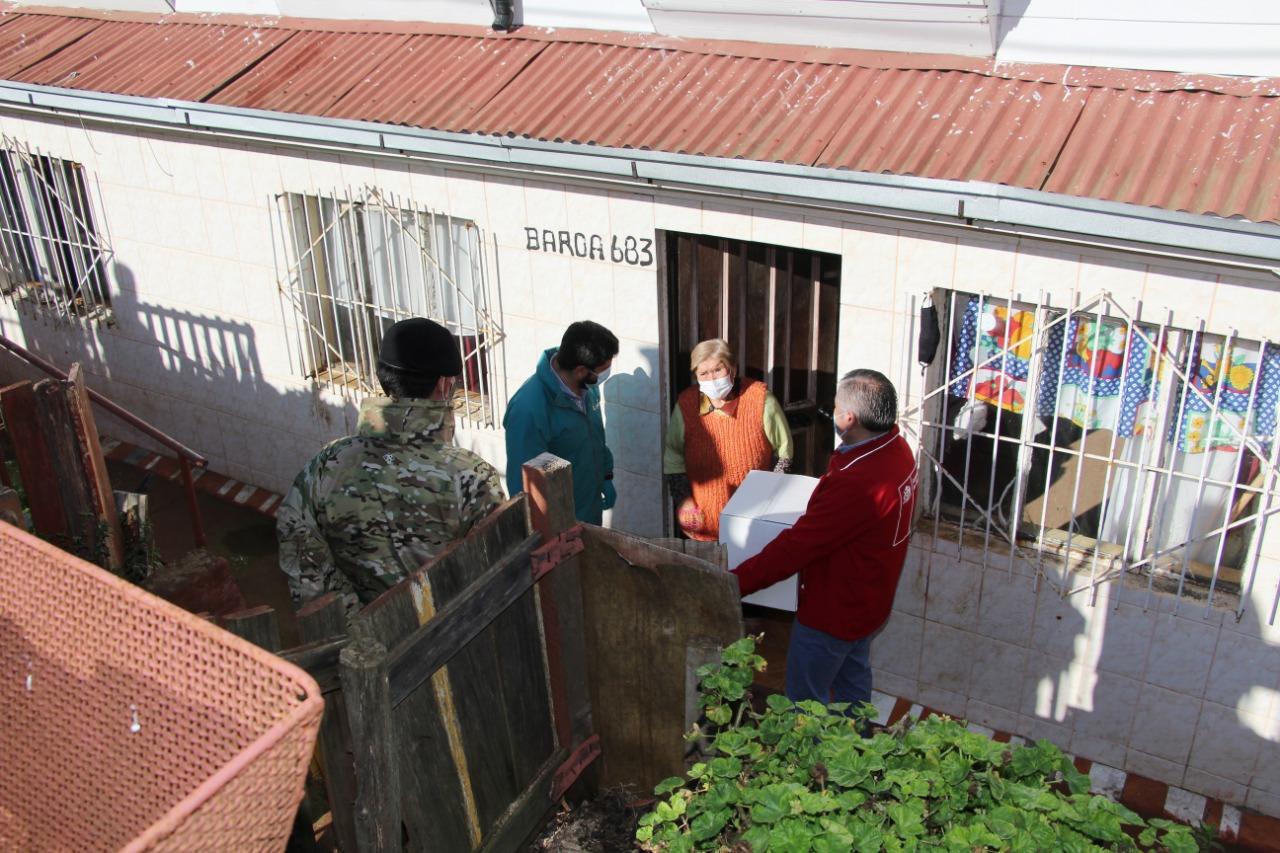 Talcahuano distribuye primeras cajas de alimentos enviadas por el Gobierno para adultos mayores vulnerables