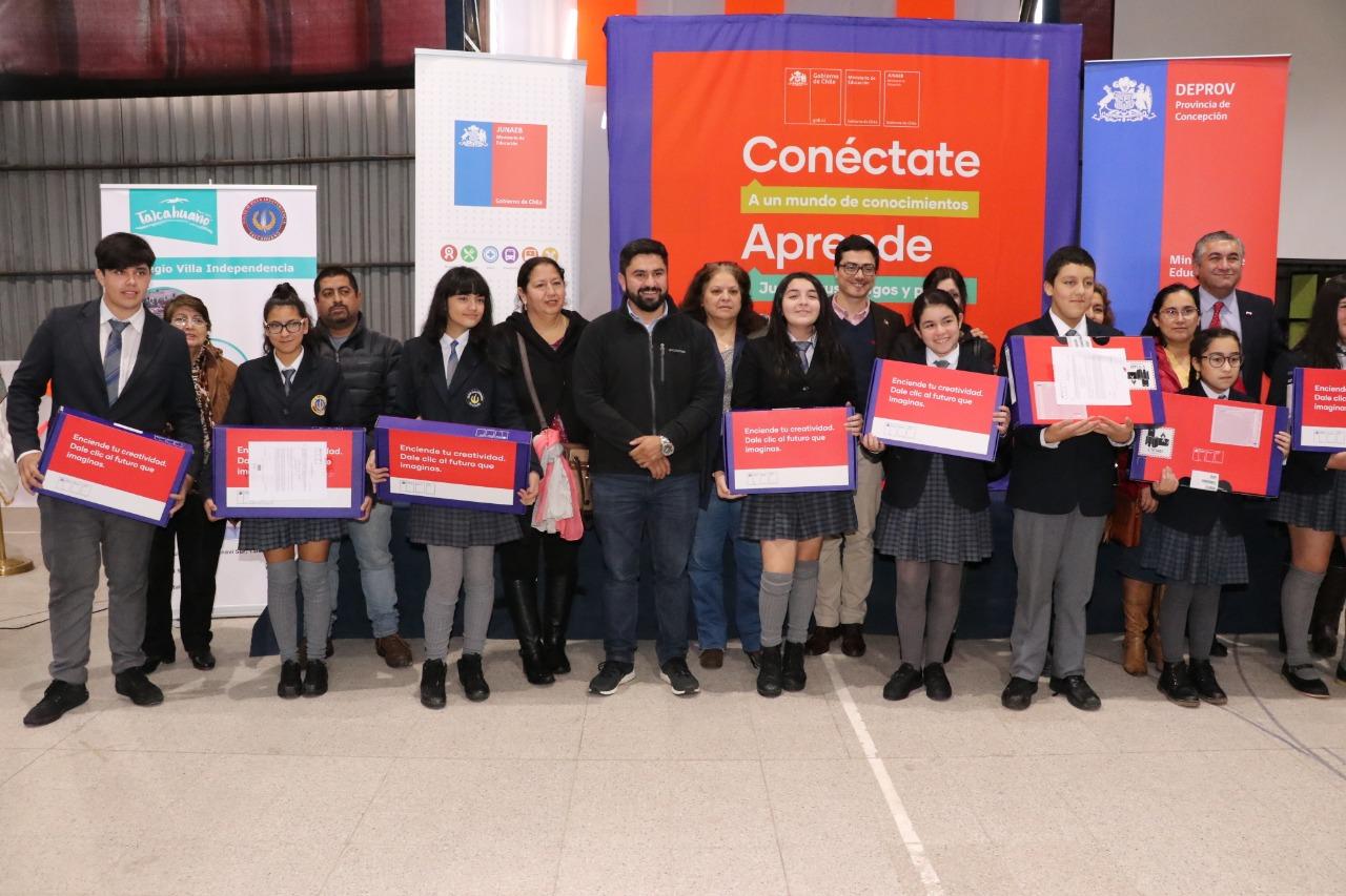 Más de 1000 estudiantes choreros recibieron computadores de Becas TIC